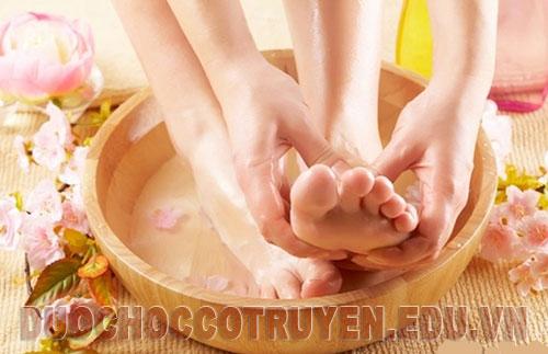 Bài thuốc dân gian chữa chai chân đơn giản hiệu quả