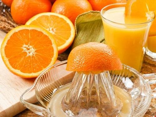 Nước ép tỏi với cam là bài thuốc chữa cảm lạnh hiệu quả