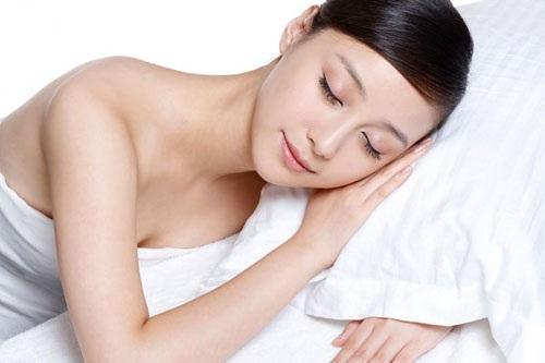 Cách làm căng da vùng mắt nhờ ngủ sâu, ngủ đủ giấc