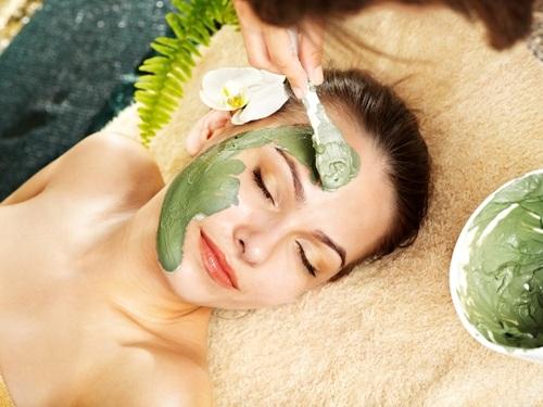 Cách làm trẻ hóa da mặt với bột trà xanh