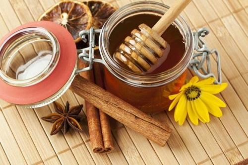 Bài thuốc chữa cảm lạnh từ mật ong và quế
