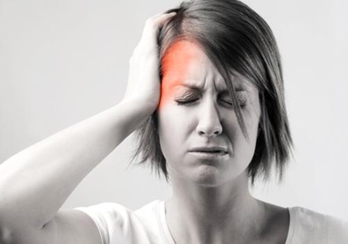 Chứng đau nhức đầu khiến người bệnh mệt mỏi suy nhược cơ thể