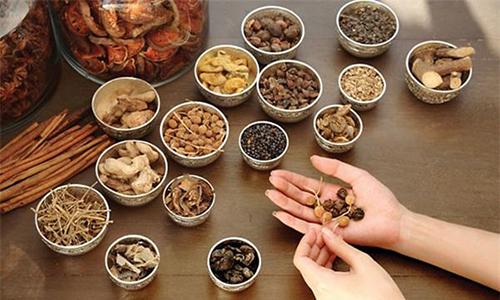 Y sĩ YHCT chia sẻ 3 bài thuốc điều trị viêm da cơ địa tại nhà