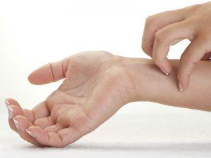 Bài thuốc YHCT điều trị mẩn ngứa do huyết nhiệt