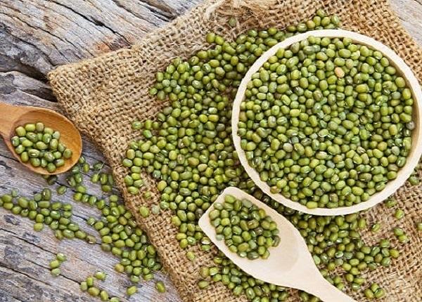 Hạt đậu xanh nghiền sống hòa nước bài thuốc dân gian chữa ngộ độc thực phẩm